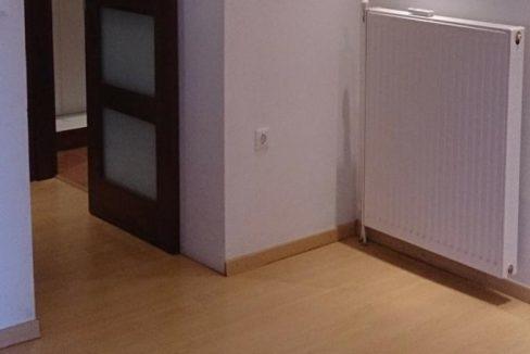 άποψη της συρταρωτής πόρτας της γκαρνταρόμπας κυρίως υπνοδωματίου2 (4)