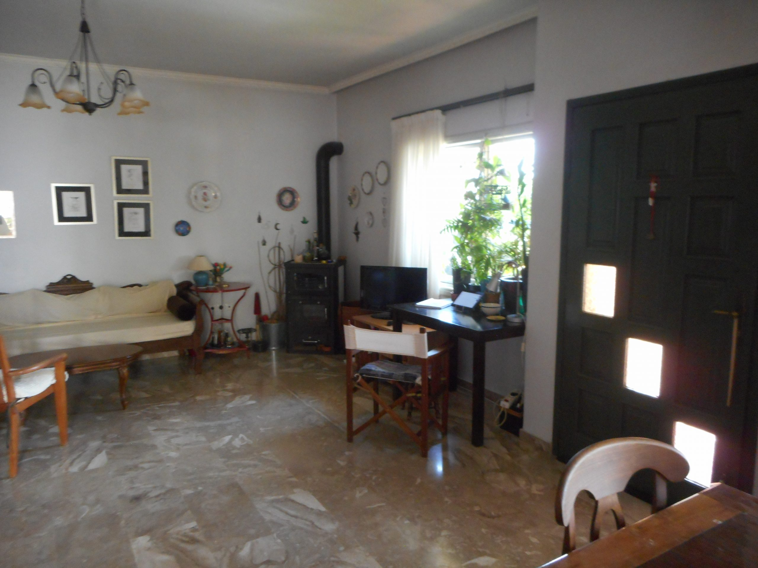 Κατοικία ισόγεια 165τ.μ. σε διπλοκατοικία σε κεντρική περιοχή κοντά σε σχολεία